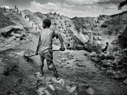 A child is put to work at a militia-run mine in Watsa | Marcus Bleasdale